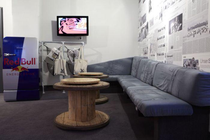 Kühlschrank Redbull : 448 2 hostel hamburg hotel rockstar suite couch kuehlschrank u2013 ryans