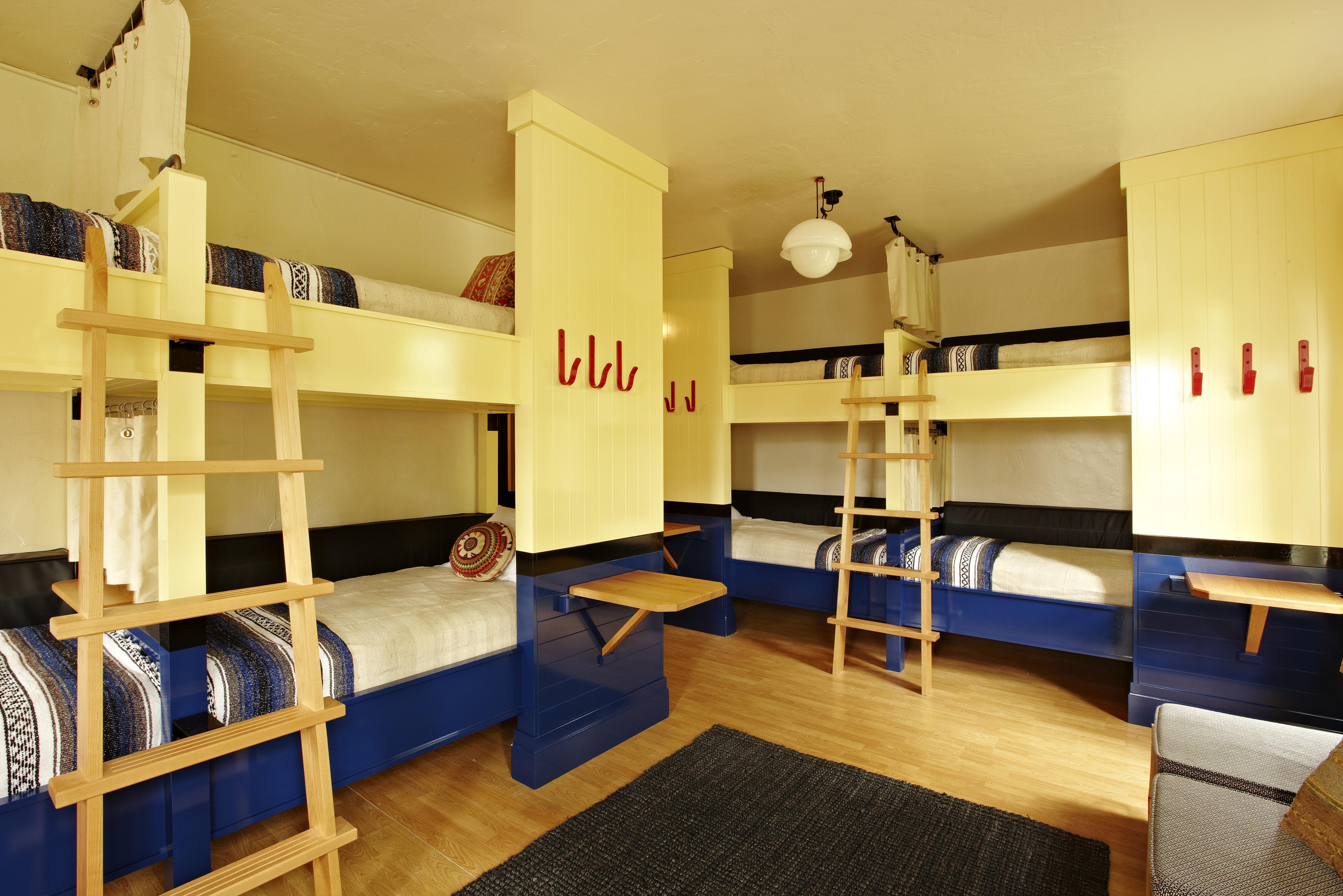 Ryans air adventures freehand miami hostel photos for Room decor ideas in hostel