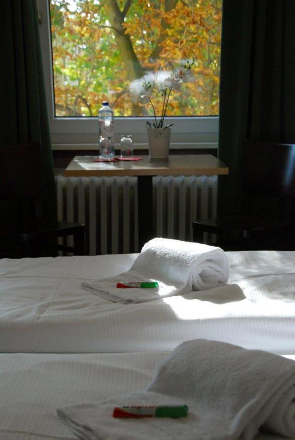 Handtücher auf Bett
